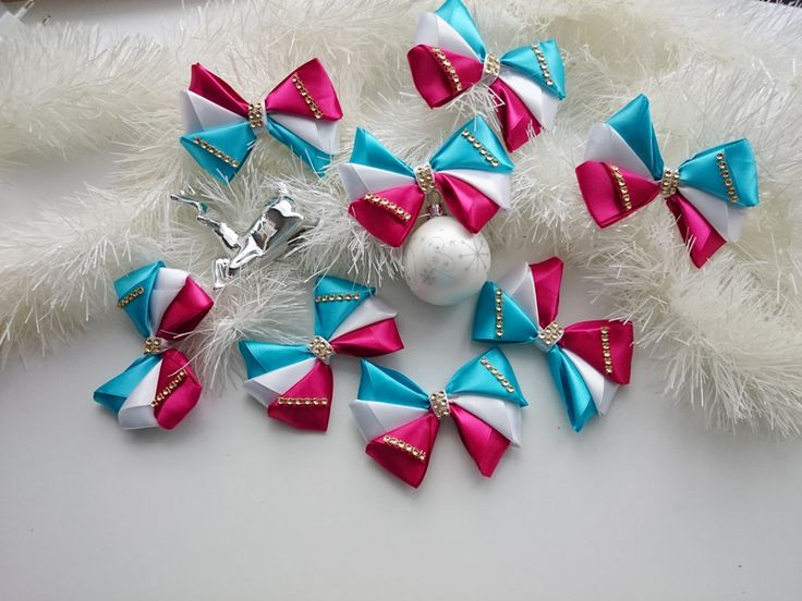 Baumschmuck: Stoff - 8 x Bögen auf dem Weihnachtsbaum - ein Designerstück von atelier-house-decor bei DaWanda  #geschenk #weihnachtsgeschenk #fürmama #fürpapa #geschenkefinder #geschenkideen #weihnachtsmarkt #fürfreunde #füreinen #freund #fürschwester #geschenke #nachanlassideen #zumbefÜllen #aussergewÖhnliche #geschenkidee #ChristmasPresents #holidayshopping #Earrings #gift_idea  #santagift #christmastree #giftbox #christmasgiftideas