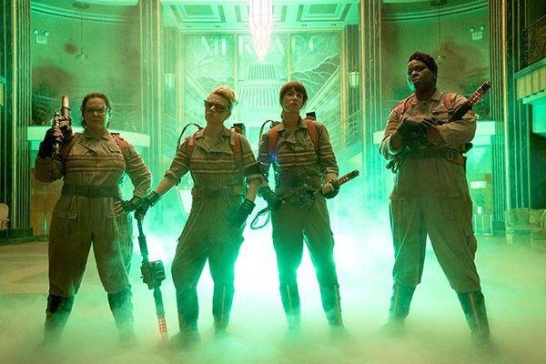 As Caça-Fantasmas aparecem reunidas na primeira imagem oficial do filme >> http://glo.bo/1Yn7N6c