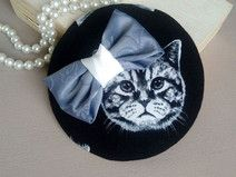 fascinator with cat
