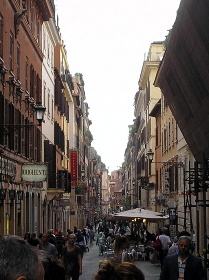 A busy street in Roma in the Piazza delle Coppelle.   (My photo)