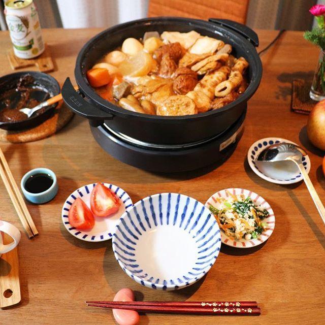 2016/11/27 19:40:17 kun14kum ●今日の晩ごはん● おでん ほうれん草の白和え トマト きのこの炊き込みご飯(旦那用) ⁑ 今日はオープン時間にスーパーに行き、おでんだねを買い、朝から仕込みました☻ 旦那が静岡出身なので、牛すじで出汁をとり、食べる時はみそダレと青のりとけずり粉をかける式のおでんです。あと黒はんぺんもいれるようなのですが、売ってないのでいわしのつみれで代用。 私は普通のおでんで育ったのでからしをつけて食べました😋 練り物を食べたい気持ちを抑え、だいこん、にんじん、こんにゃく中心に…😗 でもお出汁染み染みでおいしかった♡ ⁑ #晩ごはん#ばんごはん#おうちごはん#ふたりごはん#献立#健康#暮らし#和食#food#dinner#Japanesefood#糖質制限#糖質オフ#低糖質#ローカーボ#妊婦ごはん#妊婦めし#妊娠糖尿病#マタニティライフ#初マタ#プレママ#胎動が激しい  #健康