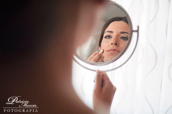10 cosméticos imprescindibles si vas a maquillarte tú misma en la boda {Foto, Patricia Murcia} #maquillajenovia #bridemakeup #tendenciasdebodas