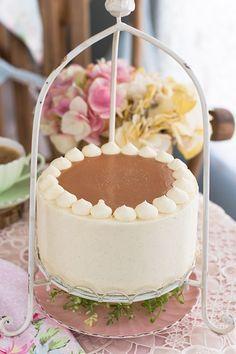 <p>Que maravilla ha sido hacer esta tarta! Para mi ahora el pastel de caramelo y crema va a ser mi preferido. Tanto que lo voy a hacer para la comunión de mi hija..lo siento..este año no innovo que no está…</p>