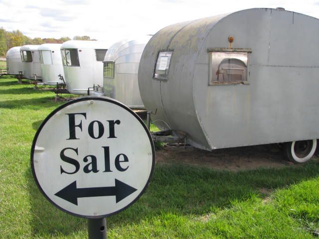Vintage Camper Trailers Are All The Rage Ive Rounded Up A Small Collection Of Beautiful Campers Plus Few Restoration Ideas Time To Hit Open Road In