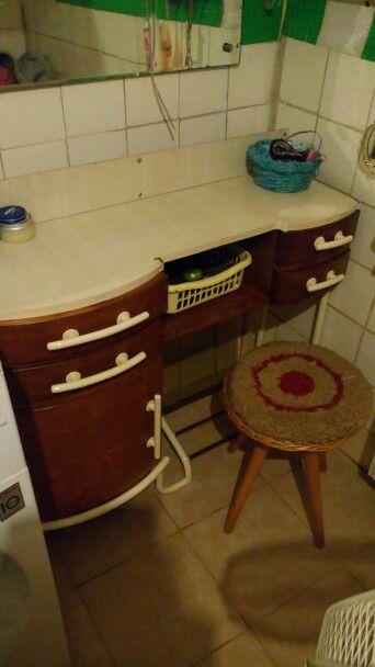 Renovovaný kadeřnický stolek z r.1977