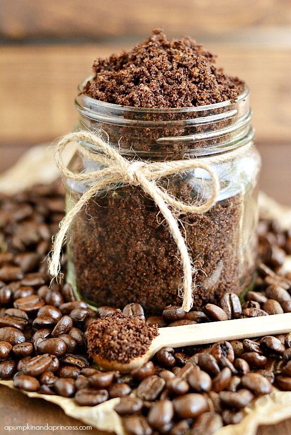 コーヒーのカス、そのまま捨てていませんか?実はいろいろな使い道があります!中でもおすすめはセルライト撃退に最適なコーヒースクラブ♪ぜひ参考にしてみてください。