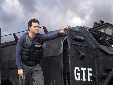 """,,Každý zločinec má ušľachtilý dôvod a každý hrdina temnú stránku.""""Detektív Ryan Lopez (Ramon Rodriguez) je vychádzajúcou hviezdou v elitnej jednotke Gang Task Force (GTF). Čo svet nevie je, že Ryan dávno predtým, než sa stal policajtom, sľúbil…"""