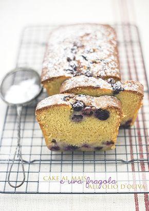 Cake con uva fragola e farina di mais