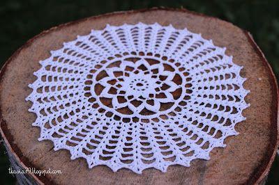 A Book of Crochet Lace. Średnica 18,5 cm, nici Anchor Aida 20, kolor biały, szydełko 1,0.