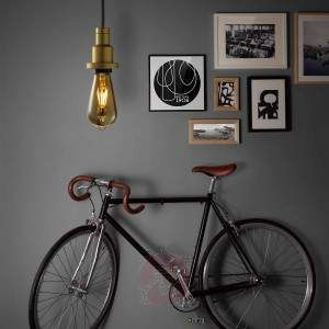 The PenduLum light brings back memories of the golden industrial era. Combined with the matching light bulb this light creates fantastic vintage accents; thanks to the pull cord system, which is included, it has a versatile range of application.