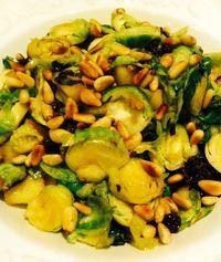Spruitjes vond ik vroeger echt niet te eten. Maar met dit recept van Amber Albarda ben ik ze gaan waarderen! In dit recept zijn ze wat rauwer dan de doorgekookte bittere spruitjes die ik vroeger bi...