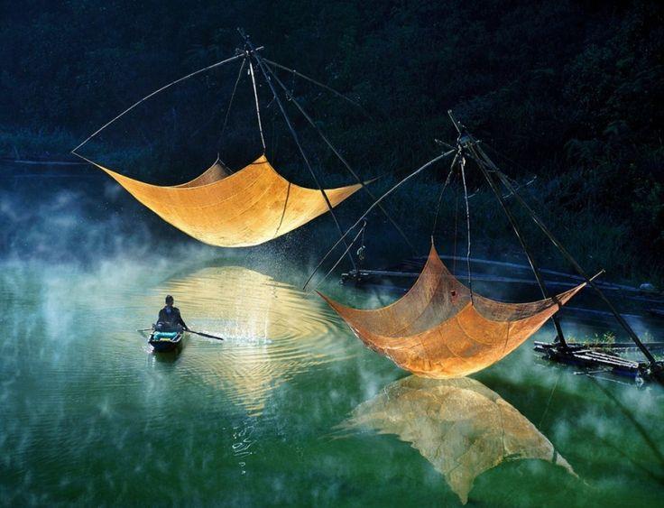 Рыбаки проверяют сети, Вьетнам