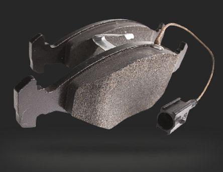 Zużyte klocki i tarcze hamulcowe lub szczęki i bębny hamulcowe w jednym kole powodują konieczność ich wymiany przy obu kołach tej samej osi, aby zapewnić równomierne zużywanie się i rozkład siły hamowania.   #auto #hamowanie #Kager #klocki #skoda Rapid