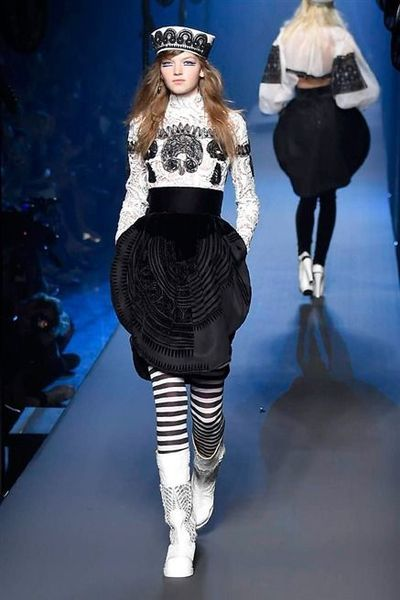 Photos du défilé Jean Paul Gaultier Haute Couture automne-hiver 2015-2016 - L'Express Styles