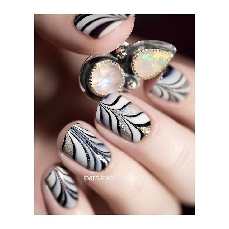 Je vous ai préparé un petit nail art de Pâques mais il sera en ligne demain sur le blog dans le cadre de l'article Speckled Cirque Colors  aujourd'hui, c'est watermarble ! Avec du noir, du blanc, Mega et Rainbows in Space. Je l'ai fait en version dry pour pouvoir choisir précisément mes motifs et les placer au mieux sur les ongles. #watermarble #npa #nails #nailstagram #nailpolish #nailsofinstagram