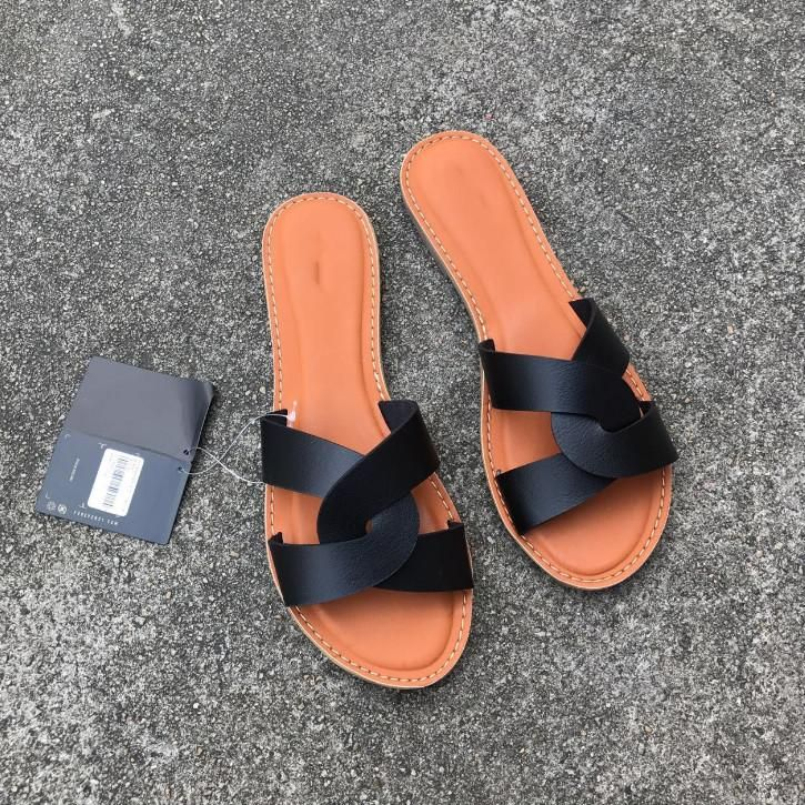 2020 New And Fashional Woman Summer Flat Sandals In 2020 Summer Sandals Flat Womens Slippers Fashion Sandals