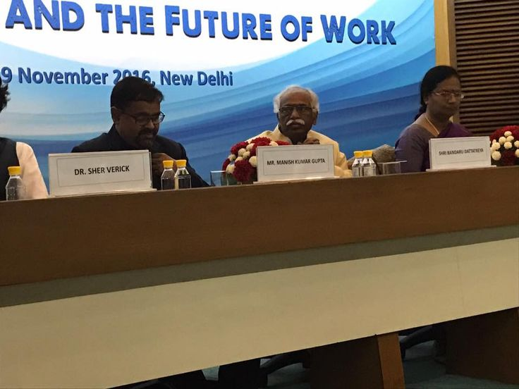 Shri. Bandaru Dattatreya Ji, Minister of State for Ministry of Labour and Employment, Govt. of India and other officials at the 'Technology and Future of Work' thematic event.