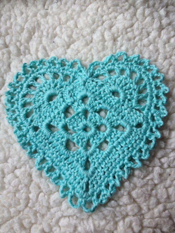 http://maybritshobbyblogg.blogspot.no/2013/05/oppskrift-pa-heklede-hjerter.html #crochet heart