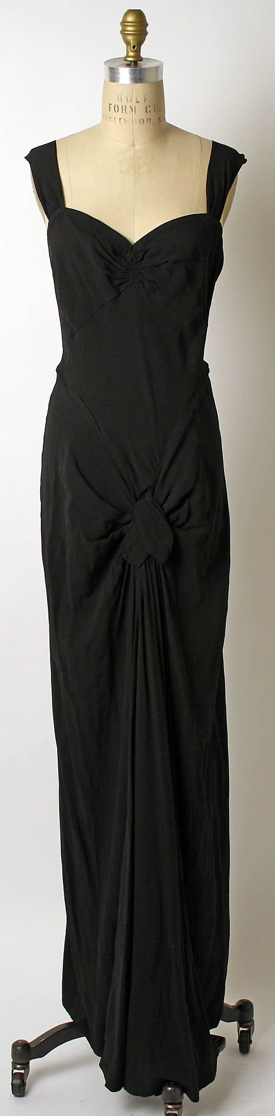 soo perfect it hurts to look at  1933 House of Lanvin black gown.  TIMELESS