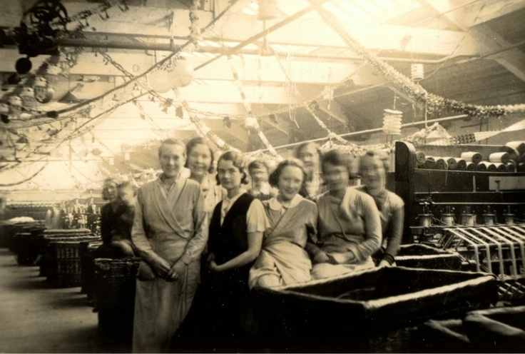 Mill girls in Bradford (including Gladys Burnett)