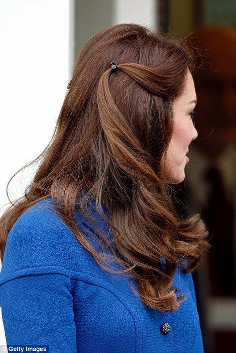 The Duchess visits the Early Years Parenting Unit of the Anna Freud Centre wearing her hair clipped back from her face