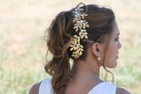 Handmade Crown Pearl and Gold plated Leaves par CleoandCesar