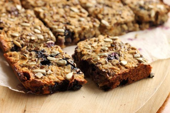 Blueberry Fig & Banana Breakfast Bars that are way too healthy