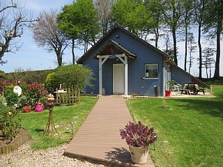 Cottage with garden 6 km from the sea