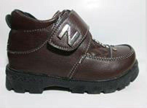Sepatu Boot Anak Tanpa Tali Warna Coklat Tua4 in stock  Bagian luar leather, bagian dalam kain lembut dan bagian bawah karet sehingga tidak licin saat dipakai jalan. Juga Asik banget dipakai saat pesta atau ke mall.25/16cm 26/16.5cm 27/17.5cm 28/18cm 29/18.5cm 30/19cm 31/19. Rp. 145,000.00