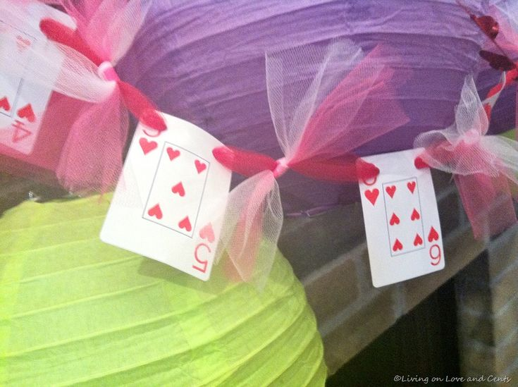 Alice in Wonderland party ideas! @Michelle Stemm, I can make this for you!!! What do you think?
