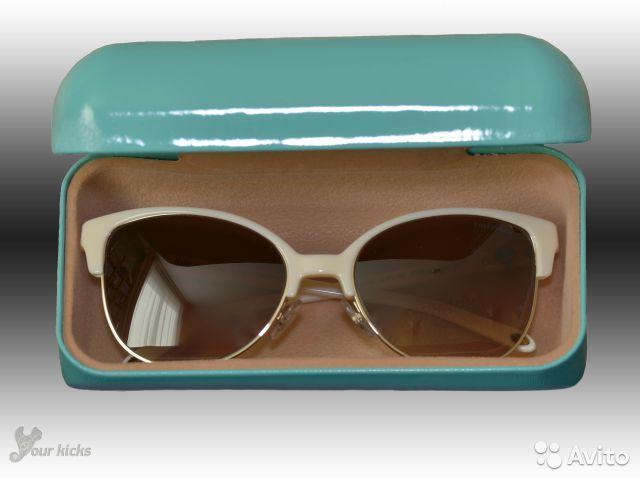 В старинном стиле дамские солнцезащитные очки TIFFANY оригинал, модель Cat Eye Sunglasses. Цвет:кремовые с коричневым и золотым. Производство Италия. Куплены в США за 300 долларов + пересылка. Новые.