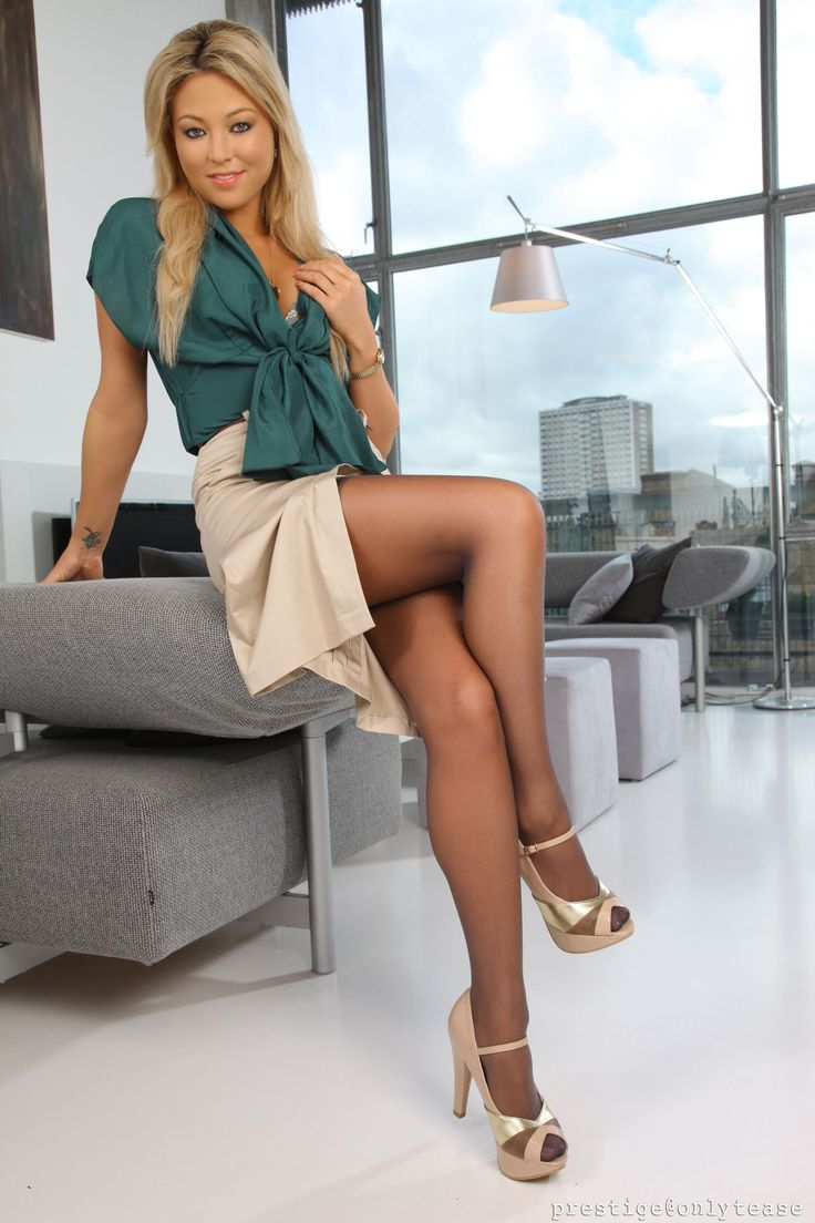 Attractive In Pantyhose Claudia Gorgeous 18