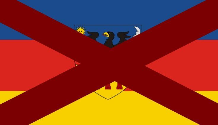 A románok pedig soha nem használták az erdélyi zászlót. Ami a szerző szerint sose volt.