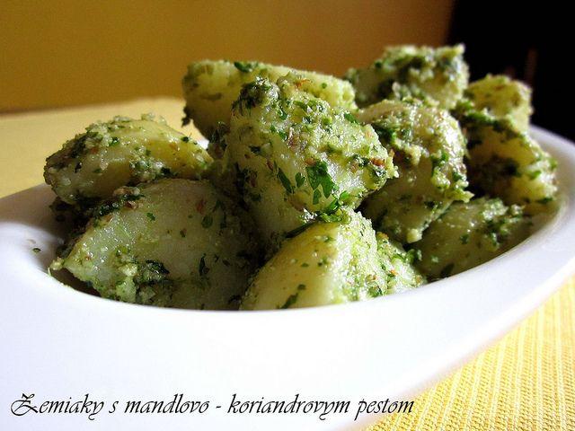 zemiaky s mandlovo-koriandrovym pestom