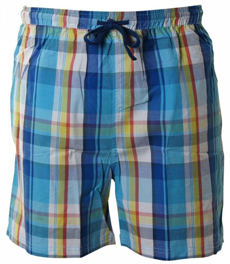 Kurze Pyjamahose von DEAL aus 100% gewebter, leichter Baumwolle in blau/rot/gelbem Karodesign. Die Hose hat seitlich 2 große Taschen und eine Tasche auf der Rückseite mit DEAL-Logo-Stick. Für weitere Infos: http://www.boxxers.de/DEAL-Shorty-Karos-blau-rot-gelb