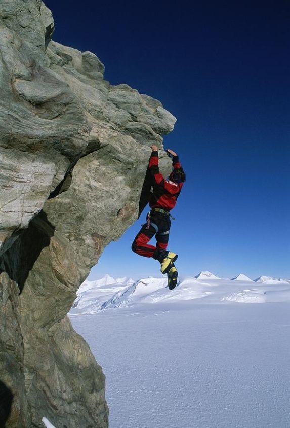 تفسير حلم النجاة من السقوط من مكان مرتفع في المنام موقع مصري In 2021 Mountain Climbers Climbers Rock Climbers