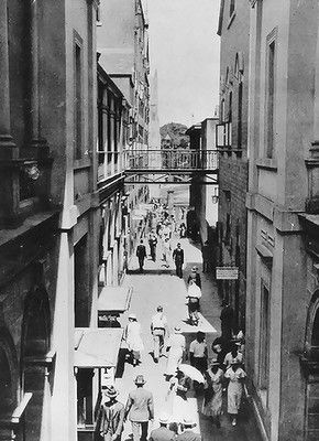 The laneway between buildings at the General Post Office in Brisbane in 1934