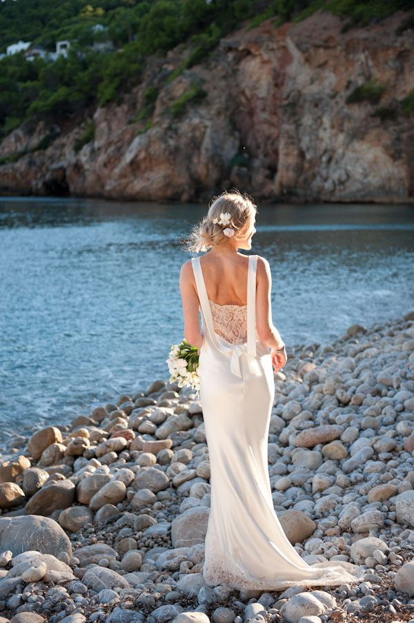 #WeddingDress by David Fielden. Gorgeous on this bride!