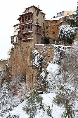 Cuenca casas colgadas nevadas, Spain
