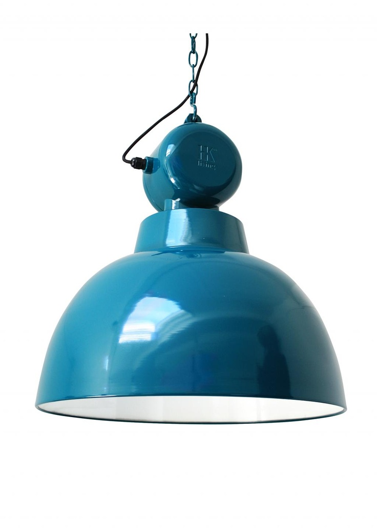 Een blauwe industriële woeste lamp. Deze Fabriekslamp blauw van HK Living geeft licht in de duisternis. De Fabriekslamp iseen must have voor in huis!