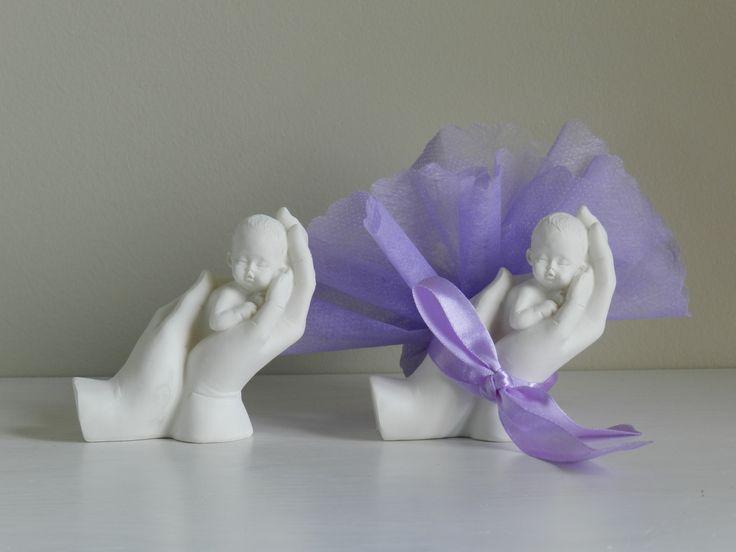 bapteme garçon ou fille-sujet dragées:bébé dans la main