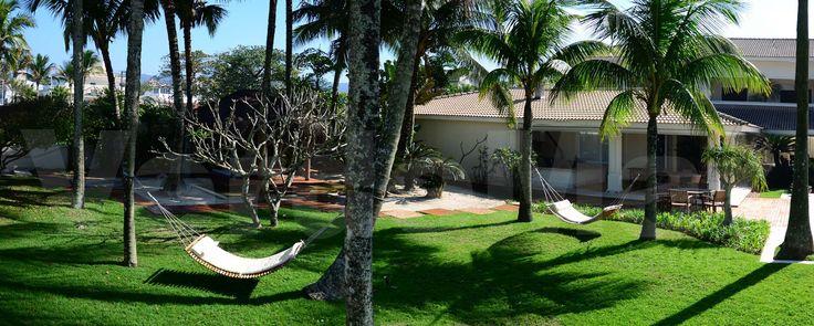 Mansão frente ao mar na praia da Enseada em Guarujá, finamente mobiliada e decorada com 12 suítes sendo 04 máster com hidromassagem, sala de estar com varanda mobiliável, sala de jantar,  lavabo, elevador, cozinha planejada, despensa, área de serviço, dependência de empregados e casa de caseiro e sistema de segurança monitorado com câmera e guarita.  5.138,00 m² de  terreno | 20 vagas de garagem.  Lazer com piscina aquecida, sala de ginastica, espaço gourmet com churrasqueira e forno de…