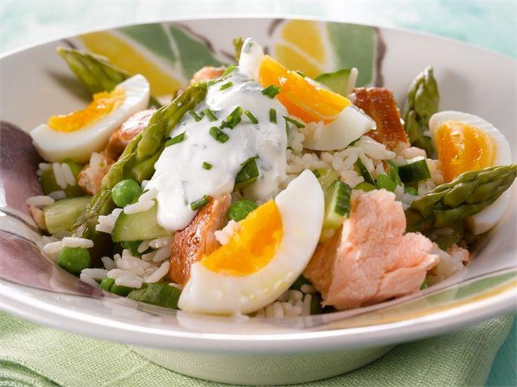 Kun parsat ovat parhaimmillaan, kannattaa niitä käyttää keväisiin ja kesäisiin ruokiin, kuten tähän savukalasalaattiin.