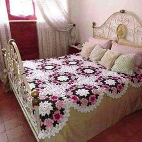 Magnificent crochet quilt! CLICK ON THE PHOTO TO ENLARGE