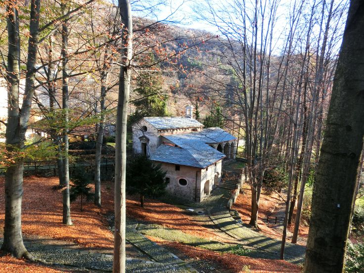 Cappelle nel bosco #autunno Sacro Monte di Varallo #sacrimontisocial UNESCO