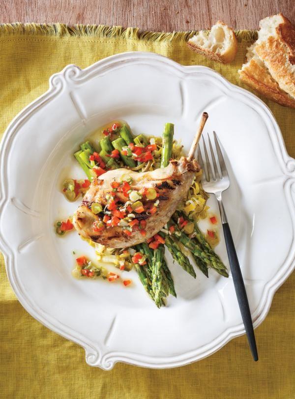 Recette de Ricardo de cuisses de lapin grillées au BBQ, sauce vierge aux légumes