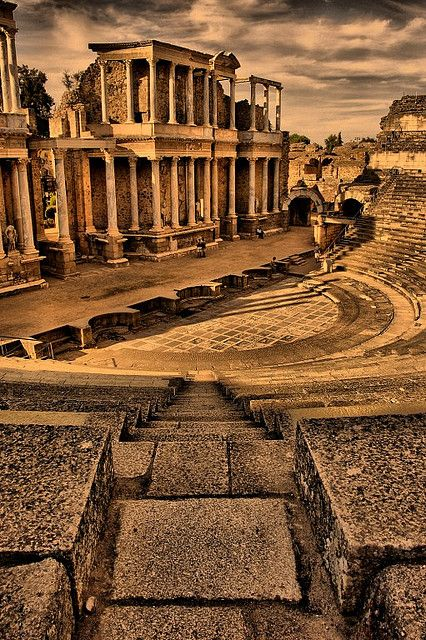 A real Roman Theater located in one of the most unexplored regions of Spain: Extremadura. You can still enjoy classic plays here and feeling like in another era... || Robegien Inspiration.