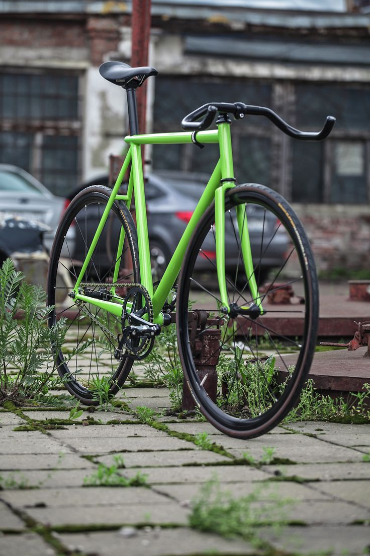 This is a fixie that I could get along with.  I'd prob still need a brake tho.   elkabikes: SBU Project - Complete