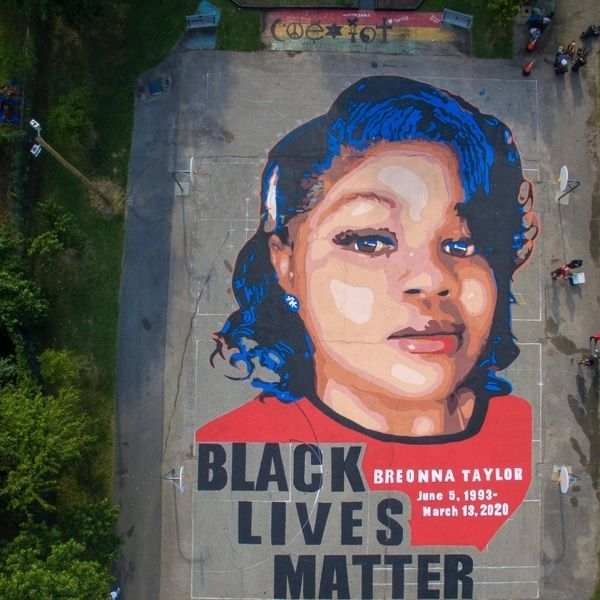 This Eco Friendly Mural Uses Special Paint That Eats Smog To Help Clean The Air In 2020 Overlapping Art Mural Black Lives Matter