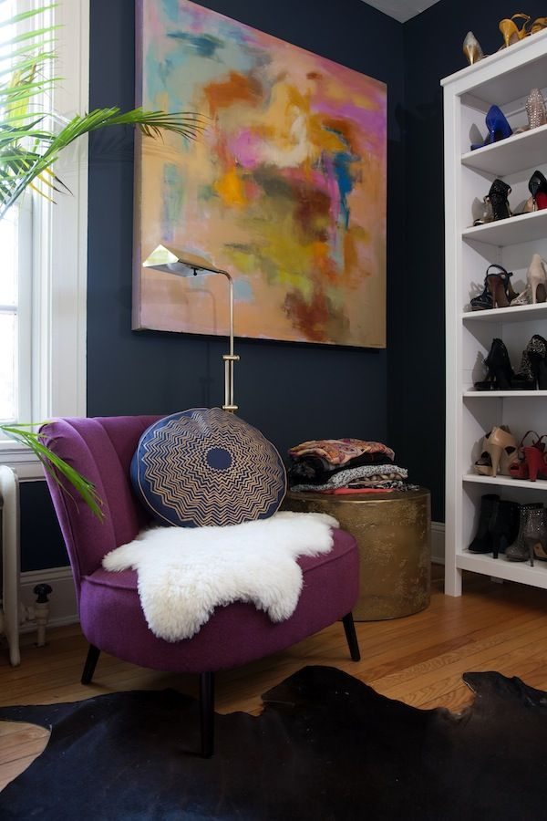 {Dark blue paint : Art : Shoe bookcase} Home Tour Of Stephanie Bradshaw / The Glitter Guide / Photography by Stacy Zarin-Goldberg